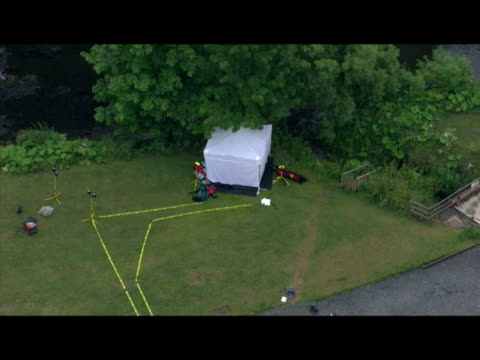 vidéos et rushes de exterior aerial shots of police forensic tent at the site where raoul moat killed himself after a stand off with police forensic tent set up at raoul... - nord est de l'angleterre