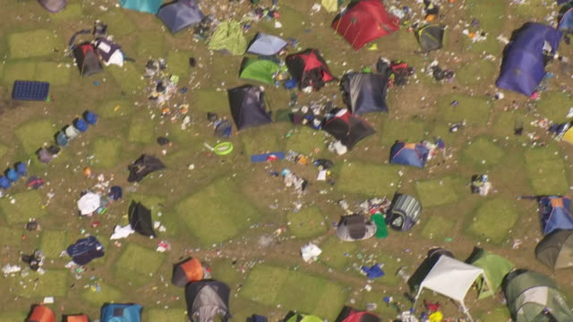exterior aerial shots of reading festival camp ground after the end of the festival, with an abundance of abandoned tents and debris after being... - tent stock videos & royalty-free footage