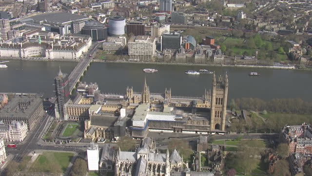 exterior aerial shots of st thomas' hospital with police officers guarding the entrance, river thames and the houses of parliament on 7 april 2020 in... - river thames stock videos & royalty-free footage