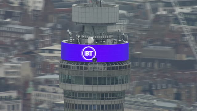 vídeos de stock e filmes b-roll de exterior aerial shots of the bt tower with digital advertising billboard displaying the message 'support the nhs stay home save lives' then pulls out... - bt tower londres