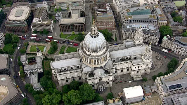 vídeos y material grabado en eventos de stock de exterior aerial shots of the city of london including the walkie talkie cheese grater gherkin and st paul's cathedral on august 06 2014 in london... - walkie talkie