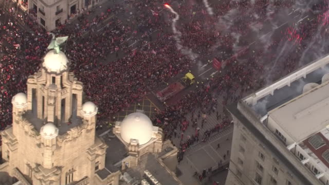 exterior aerial shots of the liverpool 2018/19 champions league victory parade as it passes the royal liver building on 2nd june 2019 in liverpool... - sportliga stock-videos und b-roll-filmmaterial
