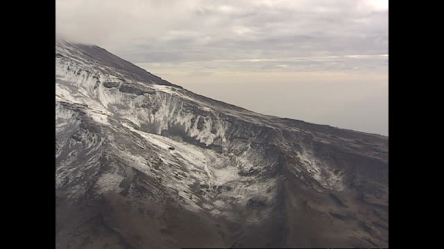 exterior aerial shots of the snow capped peaks of mount kilimanjaro on july 31 2002 in dodoma tanzania - ドドマ点の映像素材/bロール