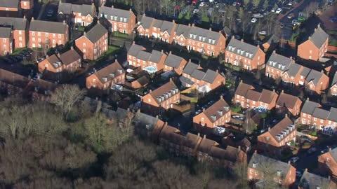 vídeos y material grabado en eventos de stock de exterior aerial shots of welwyn garden city and its outlying areas on january 02, 2017 in welwyn, england. - problemas de vivienda