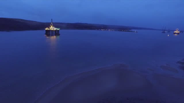 exterior aerial shots oil drilling rig anchored in the cromarty firth, at dawn. on january 28, 2016 in cromarty, scotland. - anchored stock videos & royalty-free footage