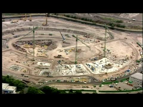 vídeos y material grabado en eventos de stock de exterior aerial shots olympic site at stratford during early construction period - período deportivo