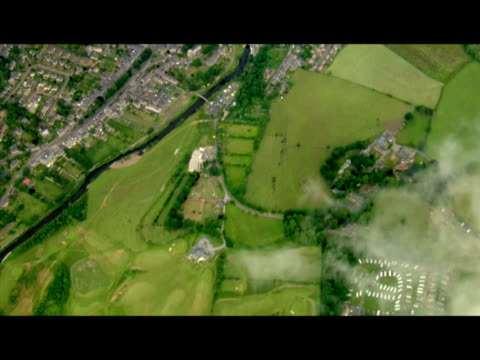 vidéos et rushes de exterior aerial shots over rothbury showing the village and surrounding fields countryside as police continue their manhunt for killer raoul moat... - nord est de l'angleterre