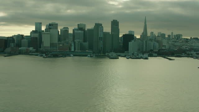 exterior aerial shots over san francisco bay including the city skyline with various skyscrapers and the oakland bay bridge on 6 june 2016 in san... - baia di san francisco video stock e b–roll
