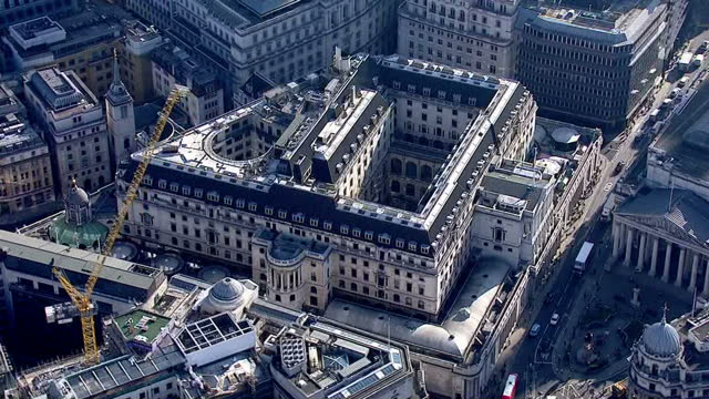 exterior aerial shots the bank of england in the city of london financial district on june 24 2016 in london united kingdom - バンク オブ イングランド点の映像素材/bロール