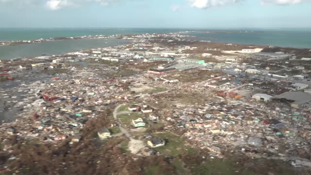 vidéos et rushes de exterior aerial views of destruction caused by hurricane dorian in the bahamas showing devastation in the mudd and peas shantytown area including... - bahamas
