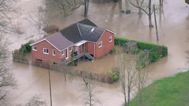 stockvideo's en b-roll-footage met exterior aerial views of flooding in the bewdley area, including a house surrounded by water in 18 february 2020 in unknown, united kingdom - omgeven