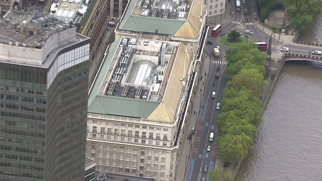exterior aerials of mi5 building along the embankment in the city of london england on in london england - イギリス情報局保安部点の映像素材/bロール