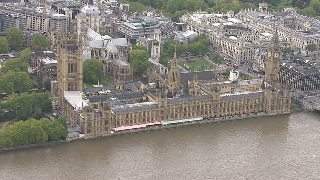 exterior aerials of mi5 building and house of parliament along the embankment in the city of london england on in london england - イギリス情報局保安部点の映像素材/bロール