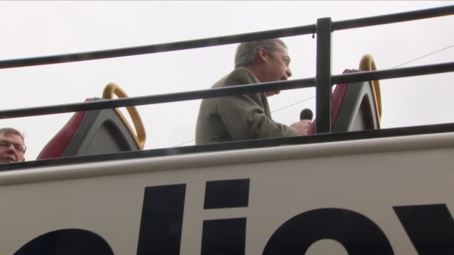 exterior and interior shots of nigel farage on a 'stop the brexit betrayal' bus and in a cafe during brexit rally on the 22nd september 2018 in... - 英国独立党点の映像素材/bロール