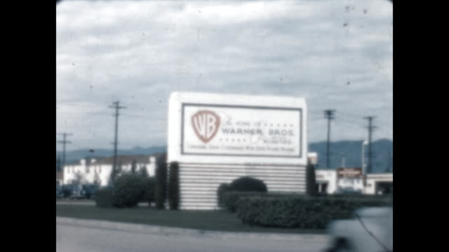 vídeos de stock e filmes b-roll de exterior and signage for warner brothers studio - 1947