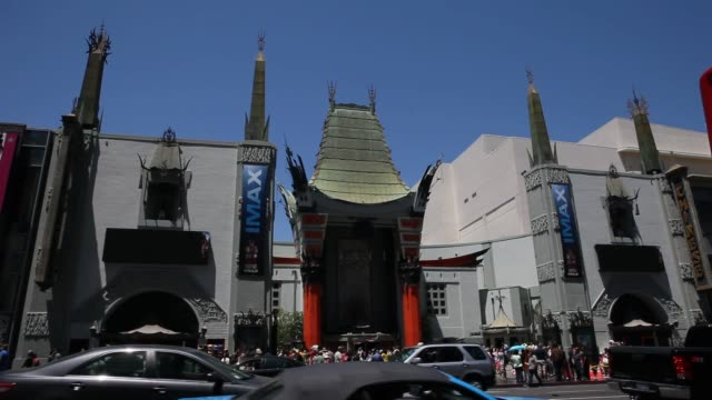vídeos de stock e filmes b-roll de exterior and signage shots of the tcl chinese theatre in hollywood, los angeles, california, close up shots of the signage above the marquee reading... - tcl chinese theatre