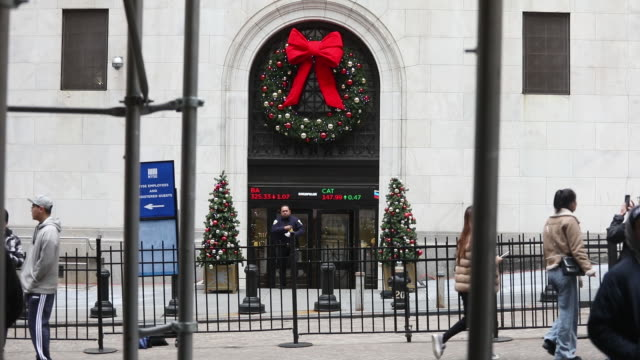 exterior and surroundings of the new york stock exchange in new york us on tuesday december 31 2019 - male likeness stock videos & royalty-free footage