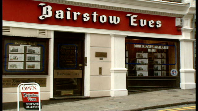 40 exterior bairstow eves estate agents revolving london window display more exteriors ext bickley kent estate agents people looking at details in... - ウールウィッチ点の映像素材/bロール