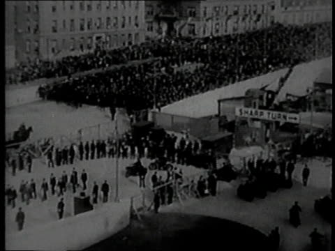 vidéos et rushes de ws exterior ceremony / cu franklin d roosevelt / ribbon cutting - 1931