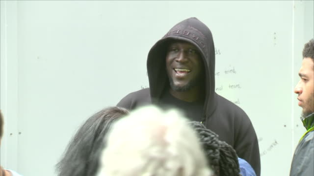 exterior close up shots of the musician stormzy, michael ebenazer kwadjo omari owuo jr taking pictures with fans as he attends the memorial of the... - トリビュート・イベント点の映像素材/bロール