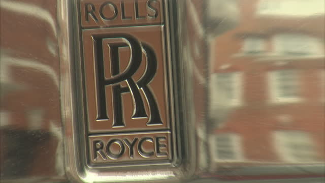 exterior close ups of a shiny silver rolls royce badge on white cream car pans zooms in and out on april 12th 2014 in london england - rolls royce stock videos & royalty-free footage