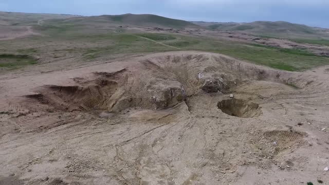exterior drone aerial shots of khasfa sinkhole in desert on march 27 2017 in mosul iraq a sinkhole once a local curiosity in iraq has reportedly been... - isis execution stock videos & royalty-free footage
