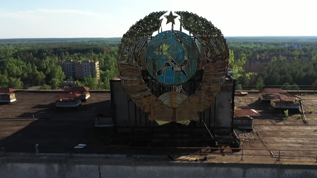 exterior drone aerial shots of the derelict former communist party headquarters, the chernobyl reactor four sarcophagus and abandoned housing blocks... - ukraine stock videos & royalty-free footage