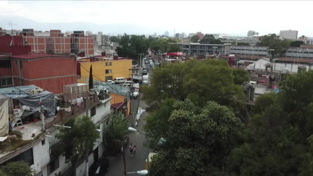 vidéos et rushes de exterior drone aerials over residential and business rooftops on 28 june 2018 in mexico city, mexico - mexico