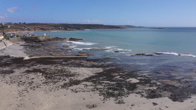 exterior drone shots of beach on 20 april 2020 in newlyn, united kingdom. - ペンザンス点の映像素材/bロール