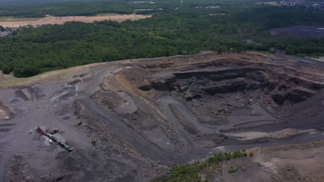exterior drone shots of coal mine and mining equipment on the 25th july 2020 in hazleton, pennsylvania, united states - kohlengrube stock-videos und b-roll-filmmaterial