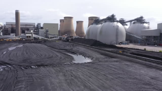 exterior drone shots of drax coal power station on 8 september 2020 in selby, united kingdom. - fossil fuel stock videos & royalty-free footage