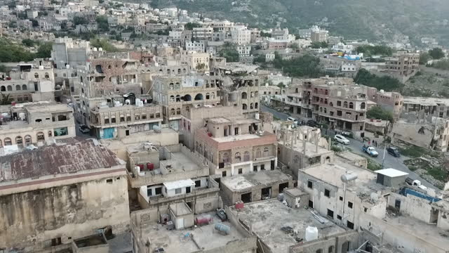 exterior drone views of a town in yemen, showing devastated and bomb damaged buildings on 18 september 2020 in unknown, yemen - drone point of view stock videos & royalty-free footage