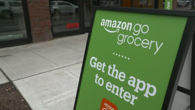 exterior establishing shot of an amazon go grocery store in seattle, washington. - establishing shot stock videos & royalty-free footage