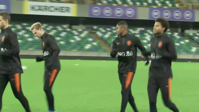 vidéos et rushes de exterior footage of netherlands team training on 15th november 2019, in belfast, northern ireland. - pays bas