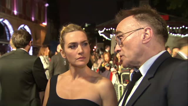 stockvideo's en b-roll-footage met exterior grab danny boyle, director and kate winslet, actress at steve jobs london premiere talk about making a film about a real person, some of... - mp3 speler