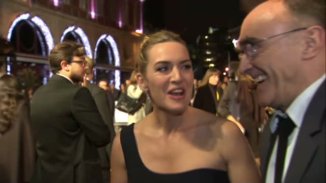 stockvideo's en b-roll-footage met exterior grab kate winslet, actress and danny boyle, director at steve jobs london premiere talk about working with michael fassbender. on october... - mp3 speler