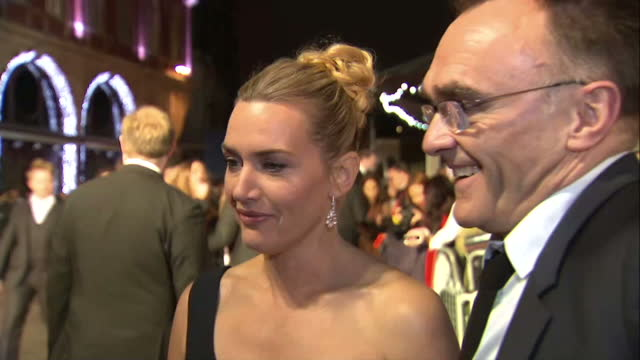 stockvideo's en b-roll-footage met exterior grab kate winslet, actress and danny boyle, director at steve jobs london premiere talk about working with aaron sorkin's script and kate... - mp3 speler