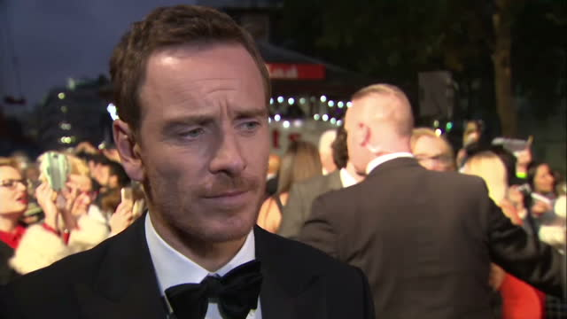 stockvideo's en b-roll-footage met exterior grab michael fassbender, actor talks at steve jobs london premiere talks about portrayal of real people in film. on october 18, 2015 in... - mp3 speler