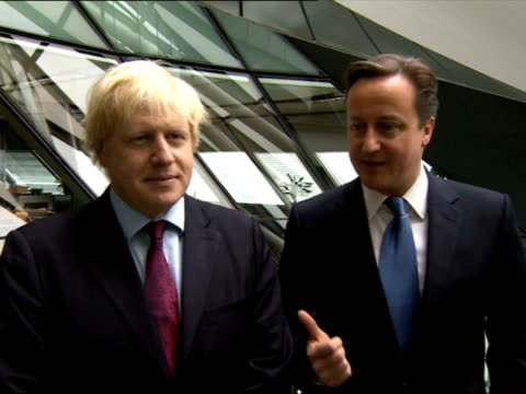 exterior grabs london mayor boris johnson prime minister david cameron on the london mayoral win david cameron boris grabs post mayoral election on... - デビッド・キャメロン点の映像素材/bロール