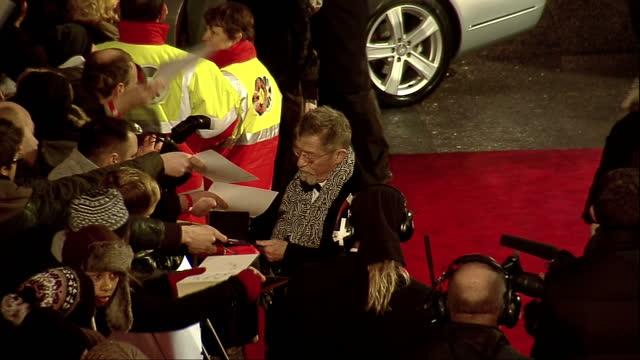 vídeos de stock e filmes b-roll de exterior high shots john hurt walks on the red carpet at the bafta awards arrivals signing autographs for fans john hurt on the bafta red carpet on... - autografar