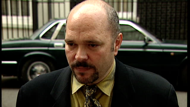 vidéos et rushes de exterior interview anthony minghella, director after attending party at 10 downing street - anthony minghella