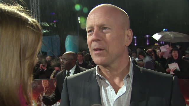 exterior interview bruce willis on red carpet a good day to die hard film premiere at leicester square on february 07 2013 in london england - bruce willis stock-videos und b-roll-filmmaterial