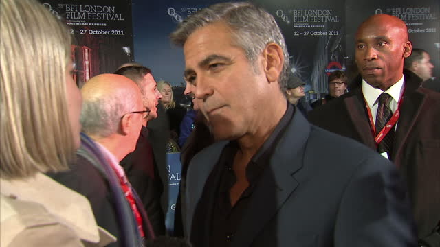 exterior interview george clooney on the red carpet at the film premiere of the ides of march george clooney at the ides of march premiere on october... - george clooney bildbanksvideor och videomaterial från bakom kulisserna