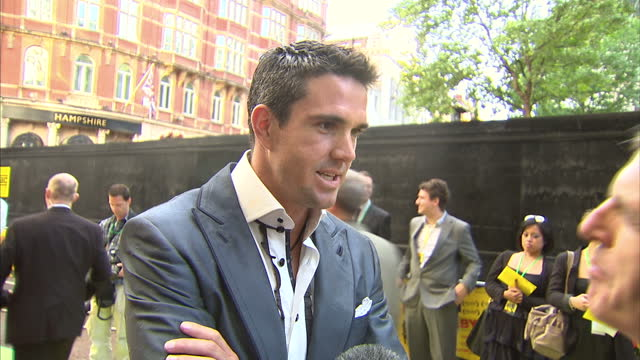 exterior interview kevin pietersen on the redc arpet at the fire in babylon film premiere sky news on may 09, 2011 in london, england - 30 seconds or greater stock videos & royalty-free footage