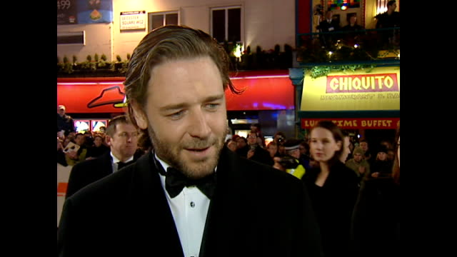 exterior interview russell crowe, actor, on red carpet at the bafta awards, talking about his bafta nomination for gladiator. on february 25, 2001 in... - russell crowe stock videos & royalty-free footage
