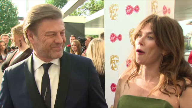vidéos et rushes de exterior interview with actor sean bean and actress anna friel on 13 may 2018 in london united kingdom - sean bean