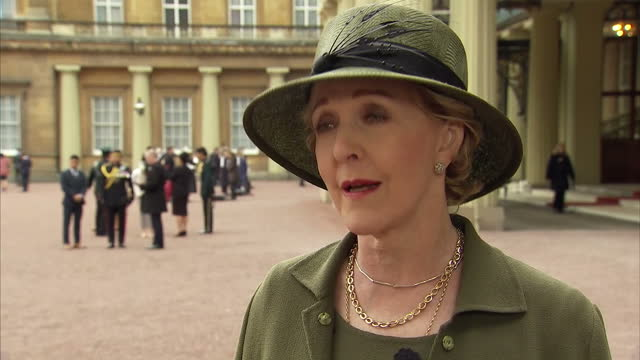 exterior interview with actress patricia hodge speaking about receiving her obe from the queen on november 14 2017 in london england - patricia hodge stock videos and b-roll footage