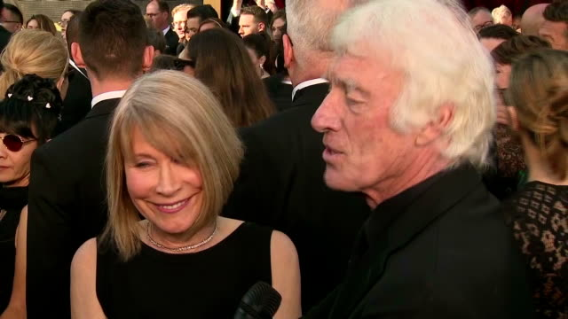 exterior interview with cinematographer roger deakins, accompanied by screenwriter isabella james purefoy ellis, speaking about receiving his 14th... - 脚本家点の映像素材/bロール