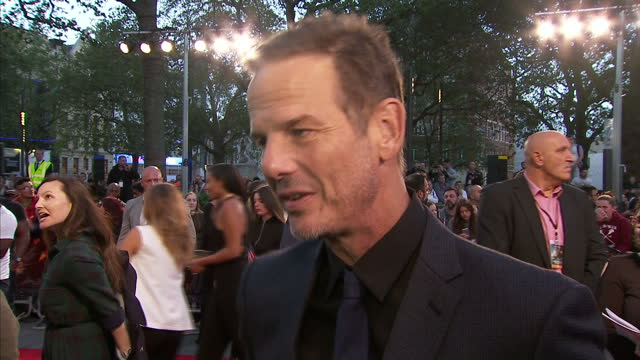vidéos et rushes de exterior interview with director peter berg about deepwater horizon at the film's london premiere at leicester square on september 26 2016 in london... - marée noire