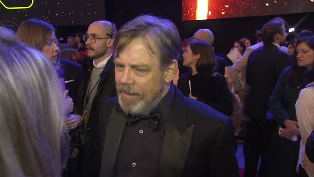 vídeos y material grabado en eventos de stock de exterior interview with mark hamill at the premiere of star wars the force awakens about keeping film spoilers away from the public at leicester... - mark hamill